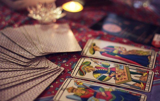 As cartas do tarot: diabo, morte e louco